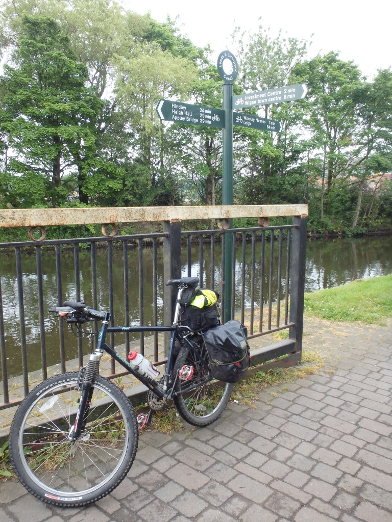 """Getting onto the Leeds Liverpool canal """"roper"""""""